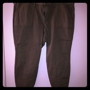 Army green pants! Gently worn! Cute and Comfy